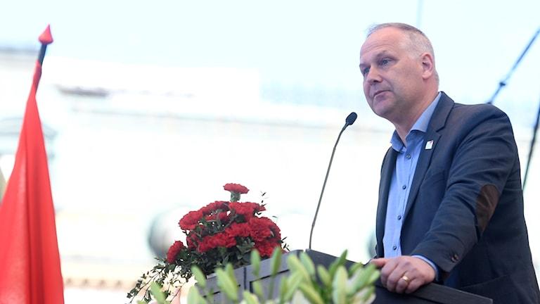 Arkivbild. Vänsterpartiets ledare Jonas Sjöstedt förstamajtalar i Kungsträdgården i Stockholm.