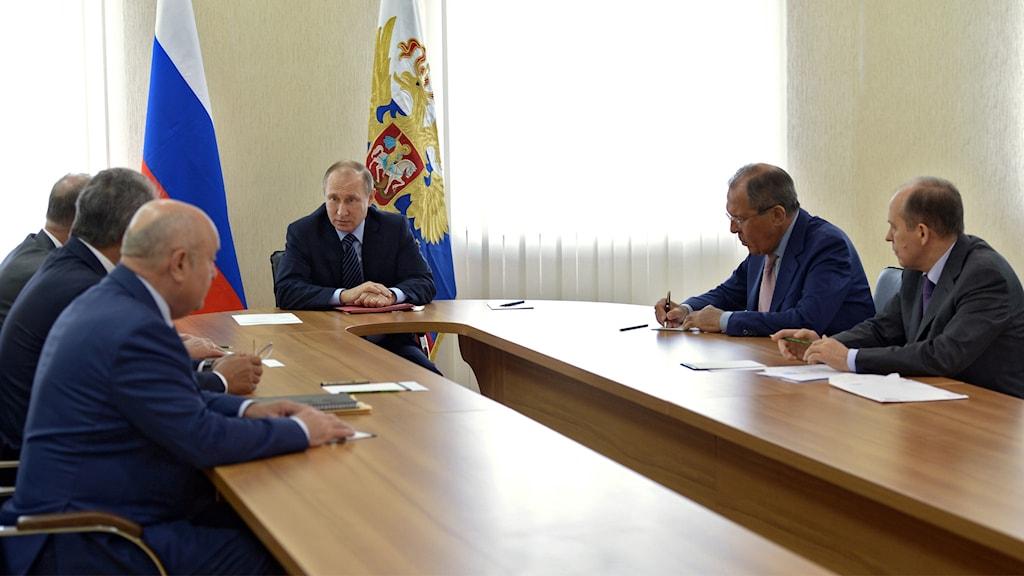 Vladimit Putin håller i ett av säkerhetstjänstens möten.