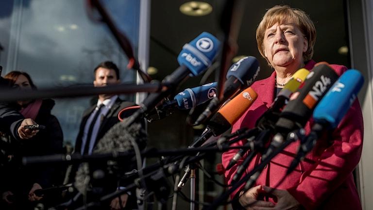 Förbundskansler Angela Merkel inför de nya samtalen i Berlin. Foto: Michael Kappeler/TT.