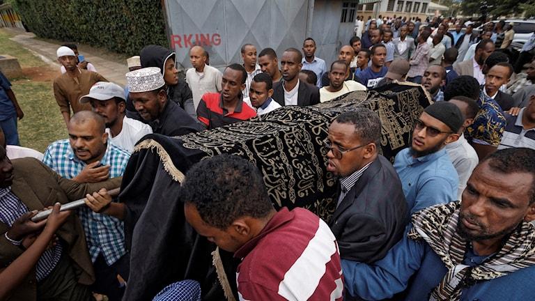 Begravning i Nairobi efter tisdagens terrordåd.