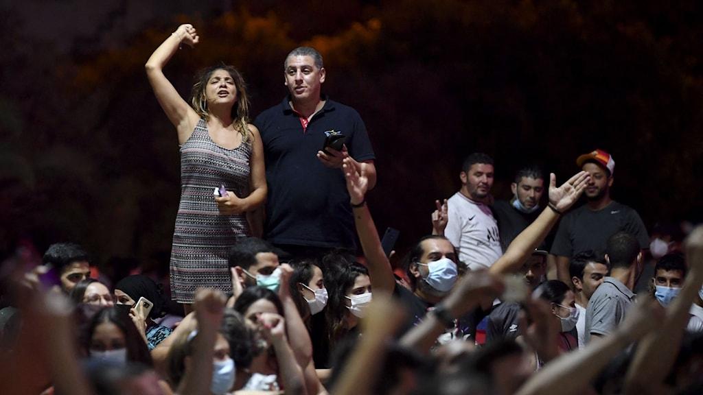 Människor firar på gatorna i Tunis.