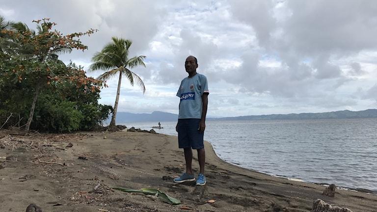 Sailosi Ramatu chef för klimatevakuerade byn Vunidogola på Fiji