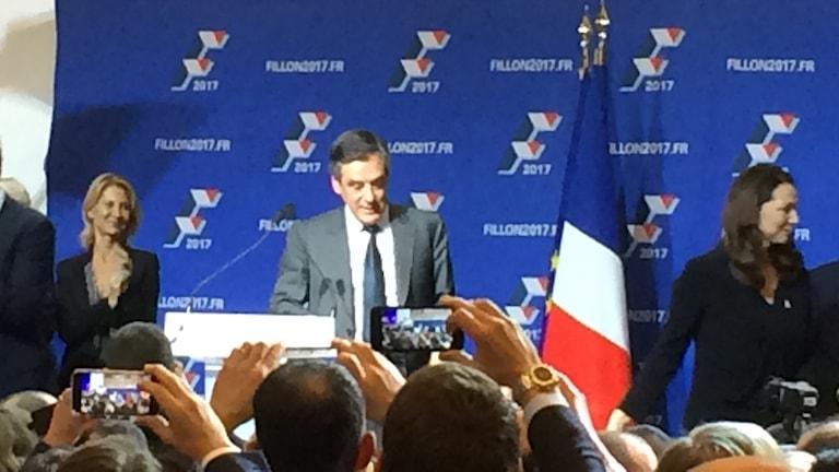 Francois Fillon på valmöte inför sina anhängare.