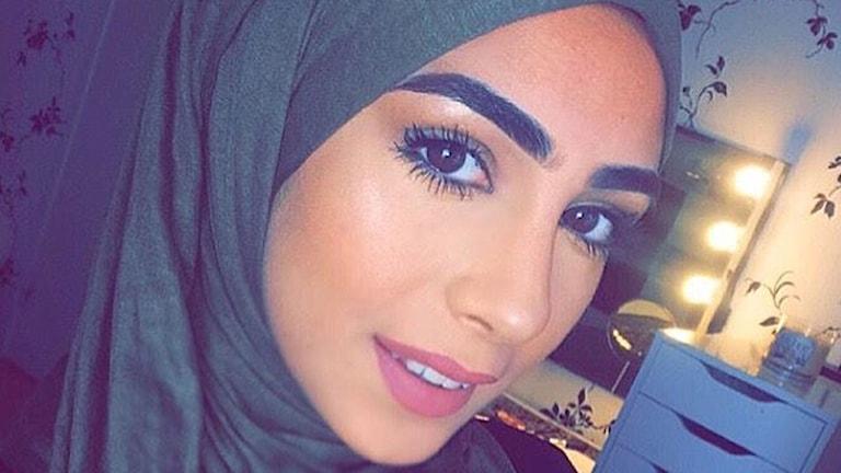 Aye Alhassani fick välja mellan jobbet och slöjan