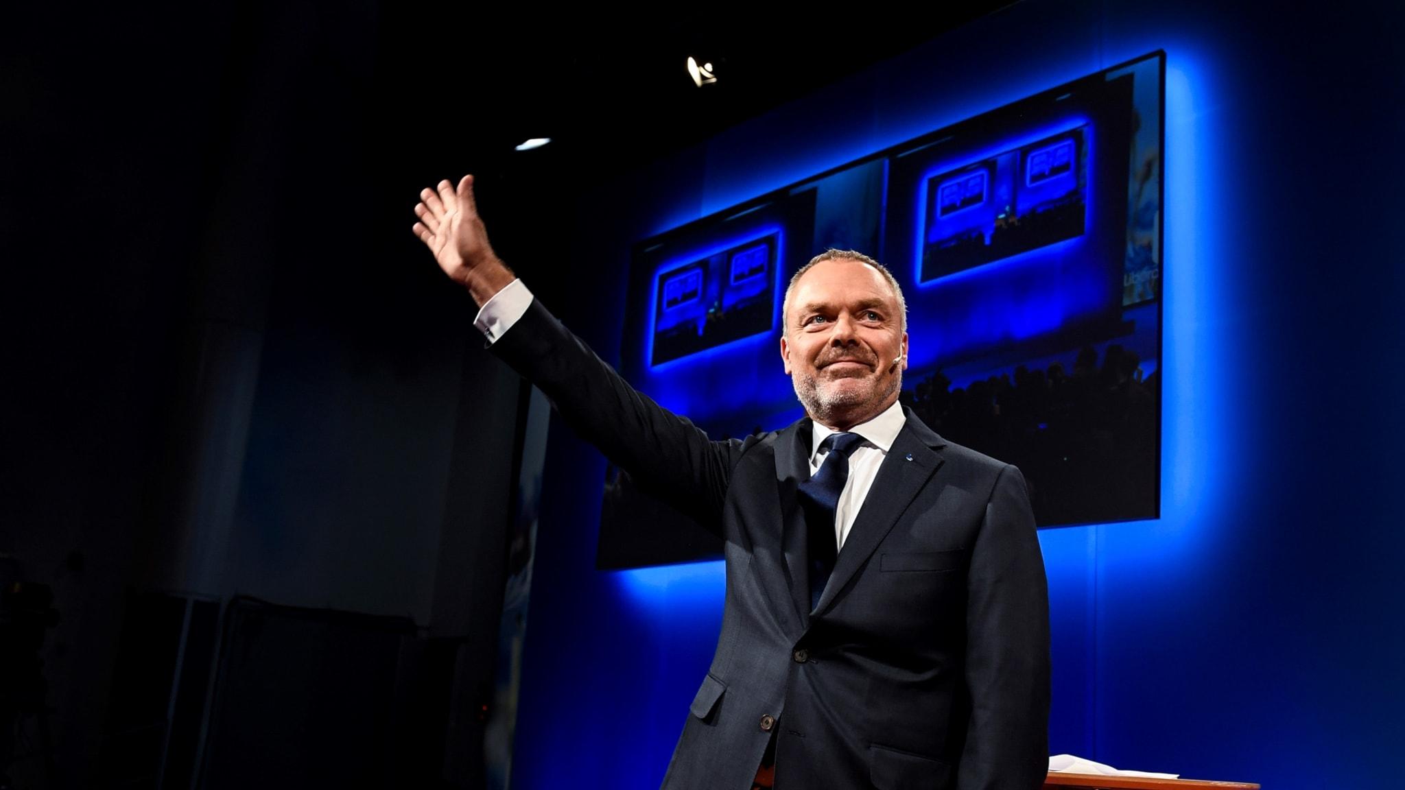 Jan Björklund (L) på riksmötet: Tufft läge i opinionen.