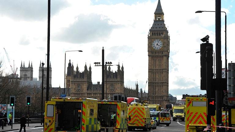 Rässningstjänster på plats på Westminsterbron after attentatet.