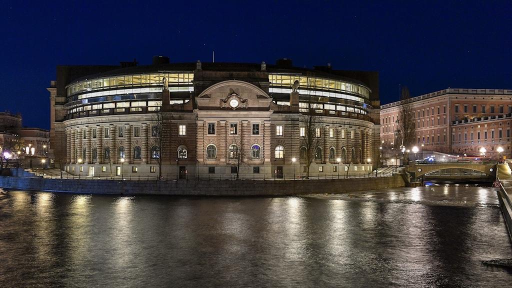 Riksdagshuset i mörker