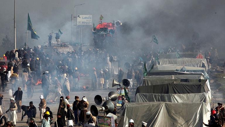 Tårgas används mot demonstranter i Islamabad.