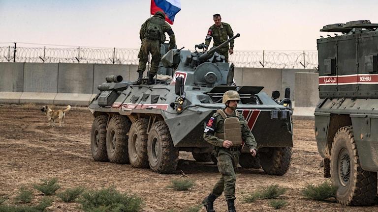 I norra Syrien har ryska och turkiska styrkor nu börjat gemensam patrullering längs delar av den turk-syriska gränsen.
