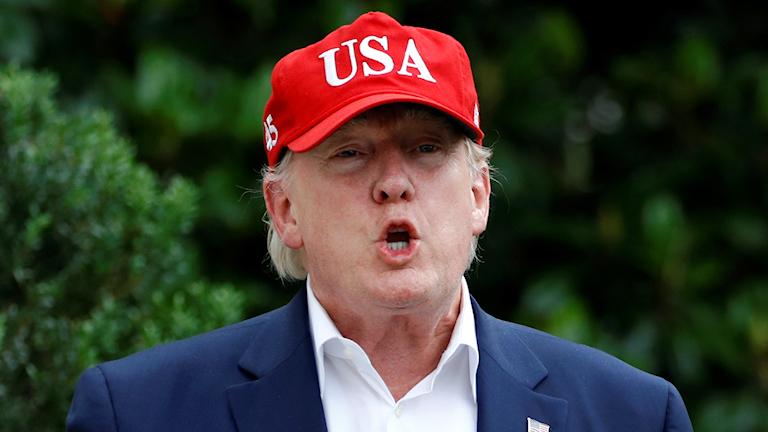 Donald Trump med röd keps