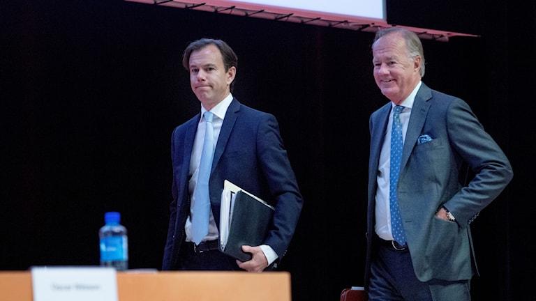 Karl-Johan Persson och Stefan Persson under H&M:s årsstämma i Aula Medica på Karolinska Institutet.