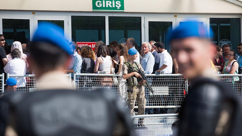 Vakter utanför domstolskomplexet i Silivri utanför Istanbul.