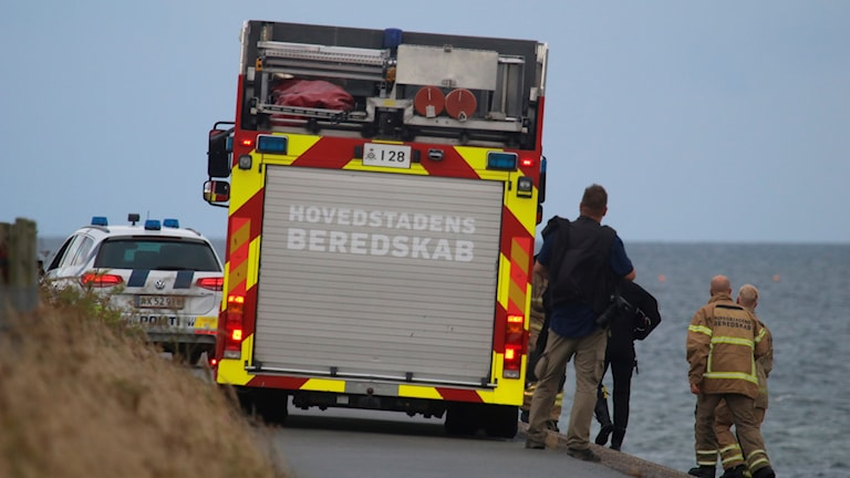 Räddningsfordon på strandväg.