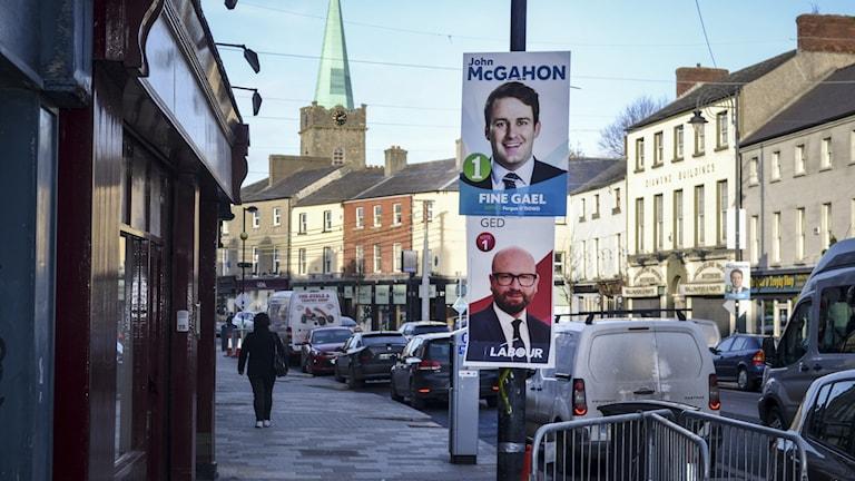 Plakat på partiledarkandidater inför valet i Irland