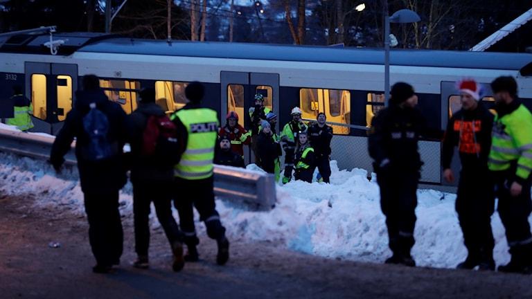 En person skadades i tunnelbanan efter att lördagens skidtävlingar i Holmenkollen avslutades.