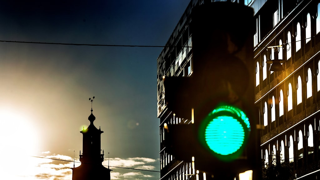 Ett trafikljus som visar en grön signal