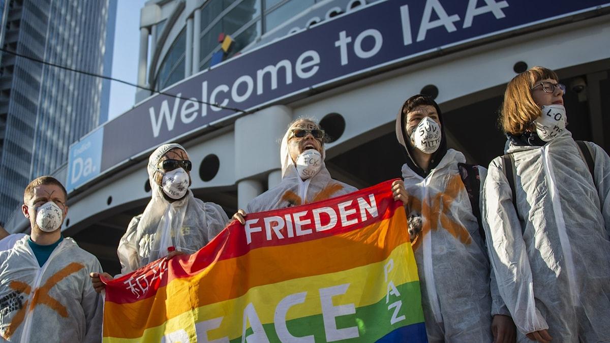 Demonstranter utanför IAA.