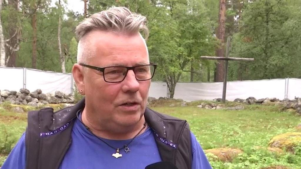 Mikael Jakobsson med kors på Gammplatsen i Lycksele