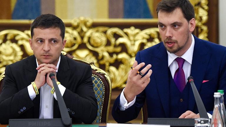 President Volodymyr Zelensky och premiärminister Oleksej Hontjaruk