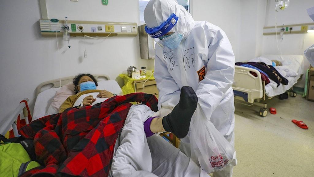 Covid-patient vårdas på sjukhus i Wuhan, Kina