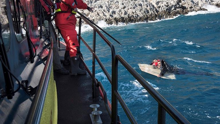 Räddningsinsats i Medelhavet av Sjöräddningssällskapet och Gula båtarna.