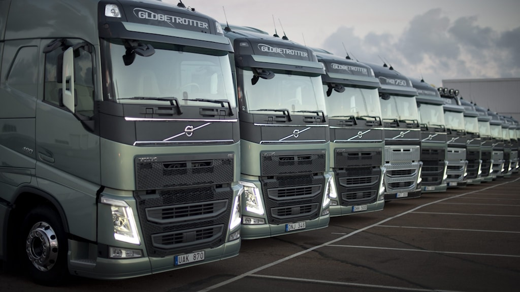 Volvo-lastbilar på rad