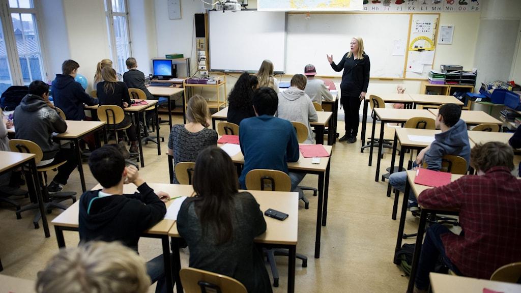 I dagarna återgår landets gymnasielever till undervisning i skolan igen.