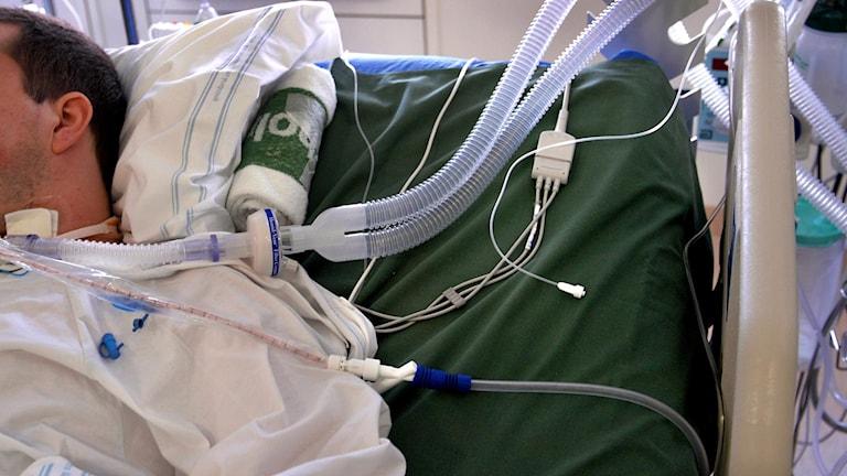 Man på sjukhus (arkivbild). Foto: Jurek Holzer / SvD / TT.