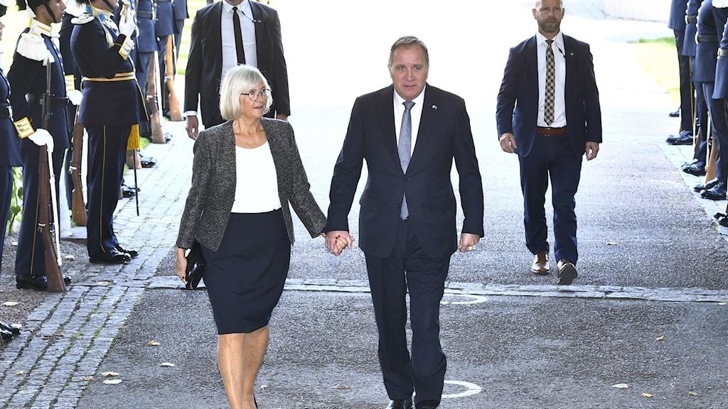 Statsminister Stefan Löfven och hustrun Ulla anländer till riksdagshuset för att delta i riksmötets öppnande.