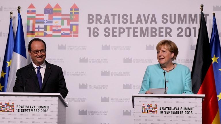 Frankrikes president Francois Hollande och Tysklands förbundskansler Angela Merkel höll en gemensam pressträff för första gången någonsin vid Eu-toppmötet i Bratislava.