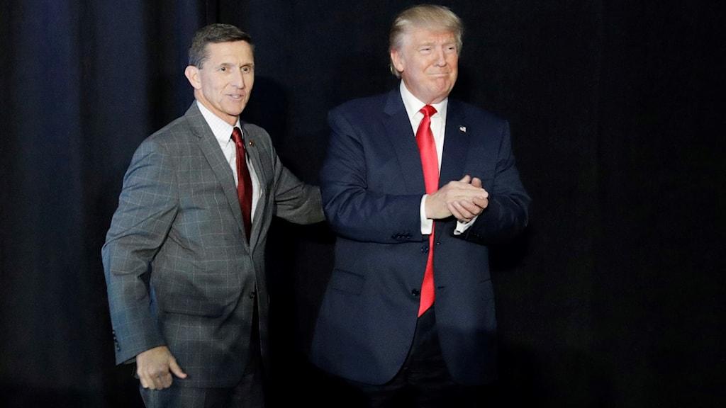 Tidigare säkerhetsrådgivare Michael Flynn och president Donald Trump.
