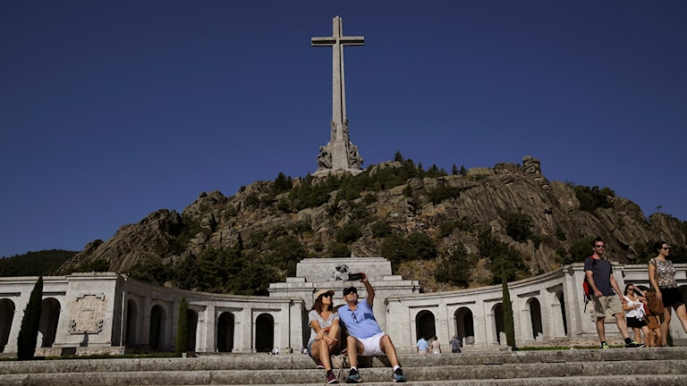 Monument där Francisco Franco ligger begravd.