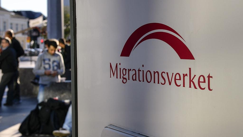 Migrationsverket på plats vid Malmö central för att hjälpa nyanlända flyktingar. Foto: Anders Wiklund/TT.