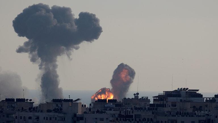 Israelisk luftattack mot Gaza.