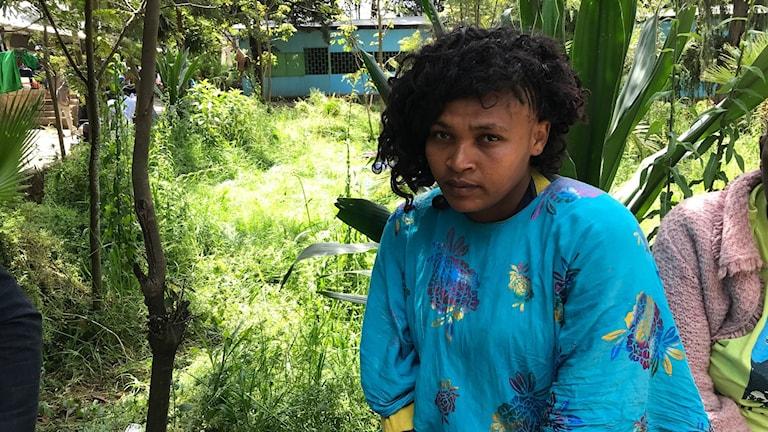 Bagaren Aragasch Meharu befinner sig på en skolgård i utkanten av Addis Abeba.