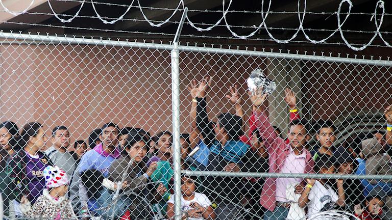 Barn från Centralamerika i ett läger i El Paso, Texas.