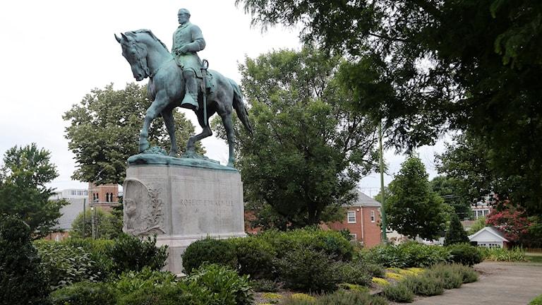 Staty av sydstatsgeneralen Robert E Lee i Charlottesville.