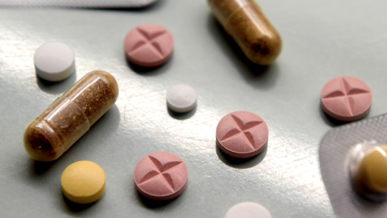 Flera olika typer av läkemedel i tablettform