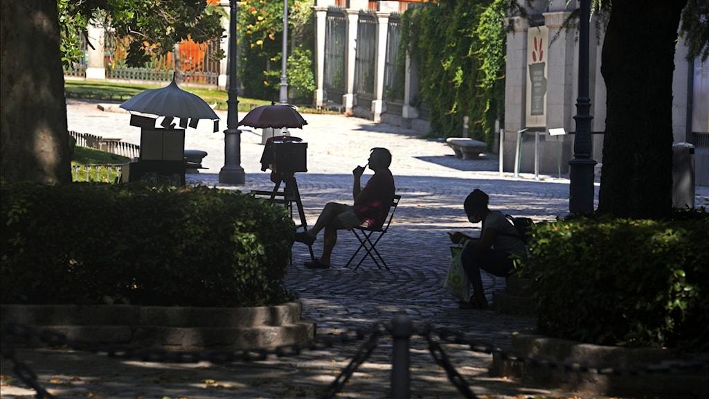 Bild på man på Paseo del Prado, i Madrid.