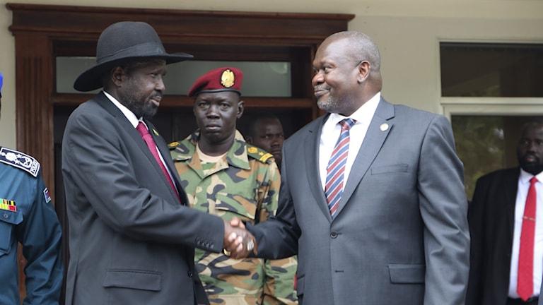 Sydsudans president Salva Kiir och oppositionsledaren Reik Machar.
