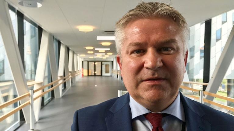 """Det är absolut ingen """"green-washing"""", säger Pål Eitrheim på Equinor om förslaget att delvis driva oljefält med ren el från flytande vindkraftverk."""
