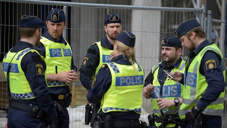 Poliser som ska jobba som utredare borde kunna specialisera sig redan under polisutbildningen.
