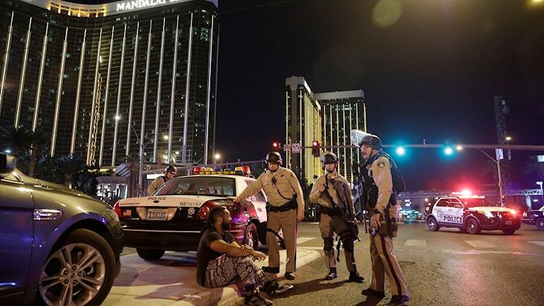 Polis och man i Las Vegas.