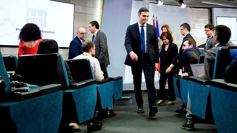 Spaniens nye premiärminister Pedro Sanchez höll presskonferens och presenterade sin nya regering.