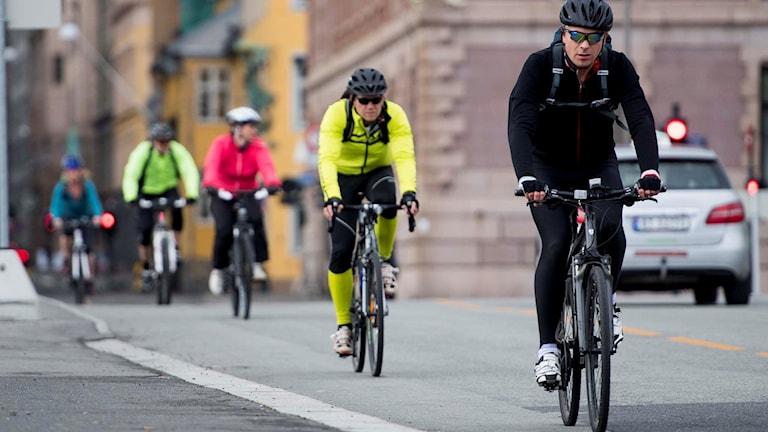 Cyklister på rad.