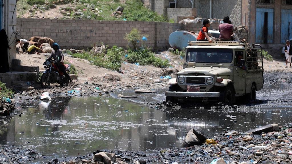 En översvämmad gata i Taez, Jemen.