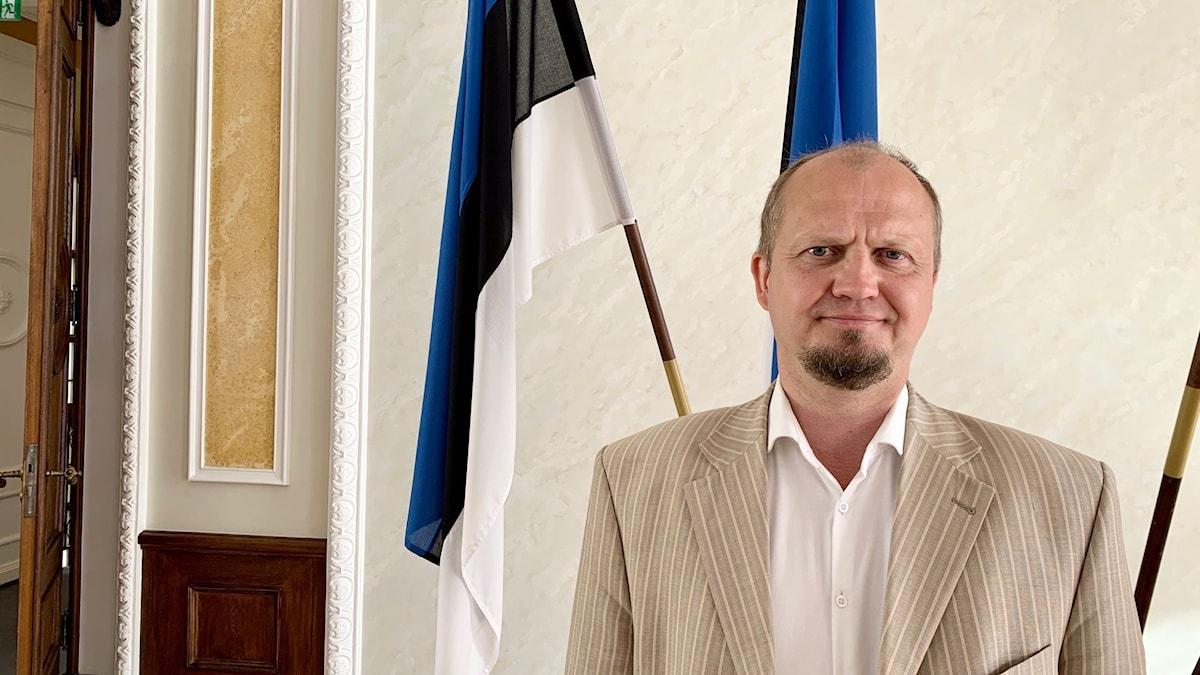 """Estniske parlamentsledamoten Anti Poolamets (Ekre) är kritisk till att Sverige stödjer jämlikhetsprojekt i världen. """"Sverige borde inte lägga sig i andra länders interna angelägenheter"""", säger han."""