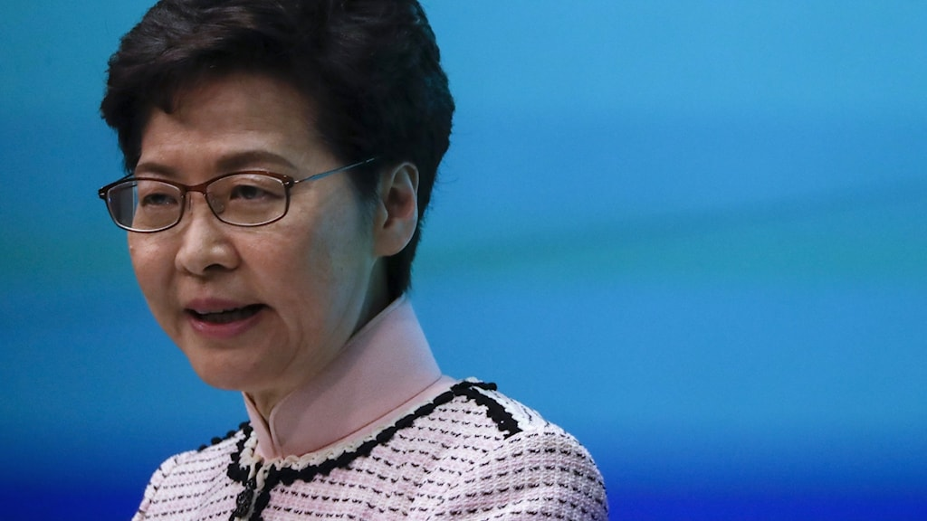 Högljudda protester mot chefsminister Carrie Lam