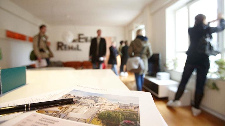 Visning av lägenhet.