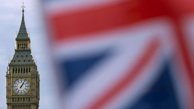 Storbritanniens flagga vajar, i bakgrunden ser man Big Ben